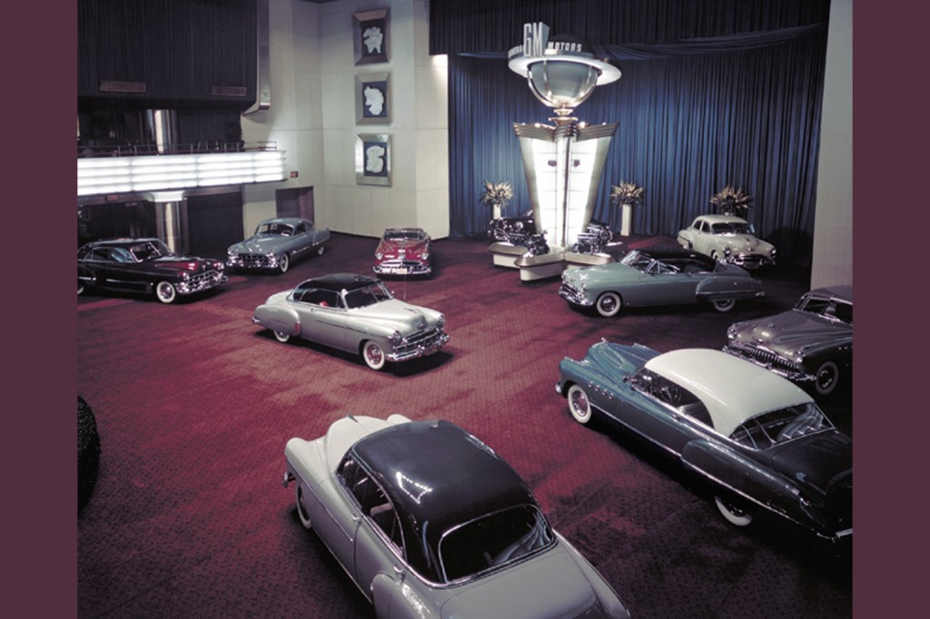 General Motors place its cars around the tower of the first auto show after World War II.