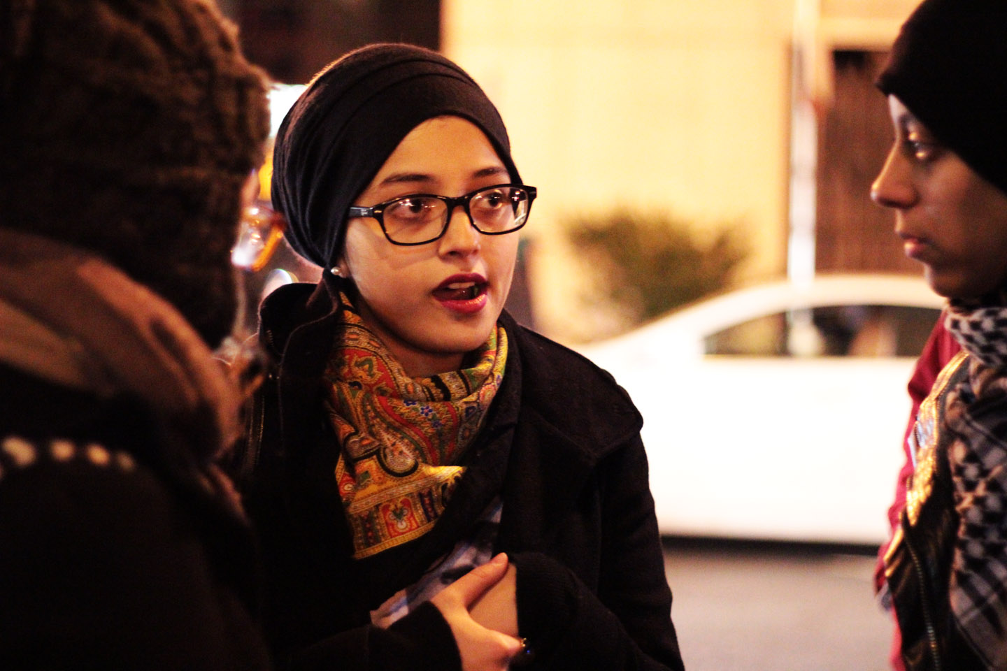 This is how Malcom X would do it, teaches Ravia Ahsin Tarar, student from Columbia University. Photo: Pauline Dolle/A Journey through NYC religions