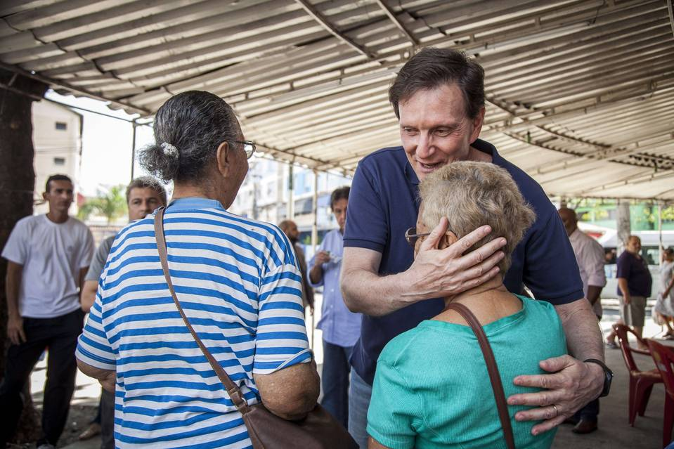 Marcelo Crivella greeting voters
