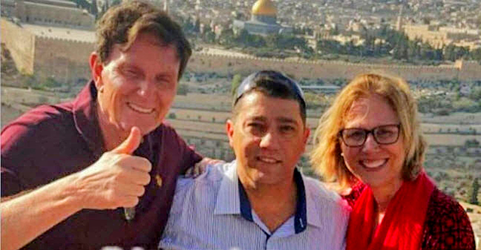 Crivella, l, and his wife, r, in Israel last week. Photo from Facebook